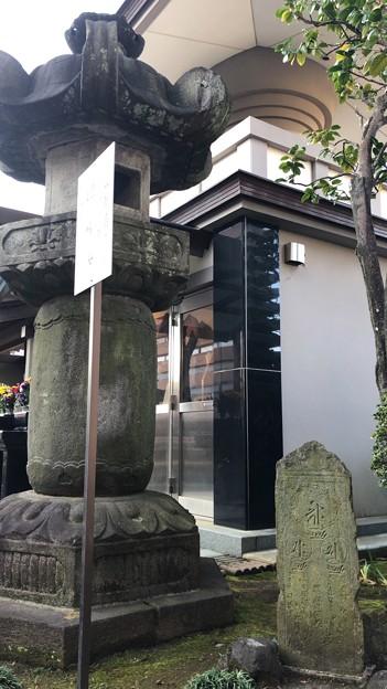 徳蔵寺 石灯籠 ・板碑(東村山市)