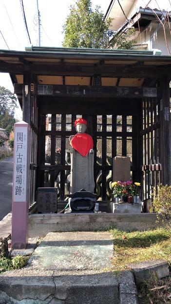 Photos: 関戸古戦場跡標柱・地蔵尊(多摩市)