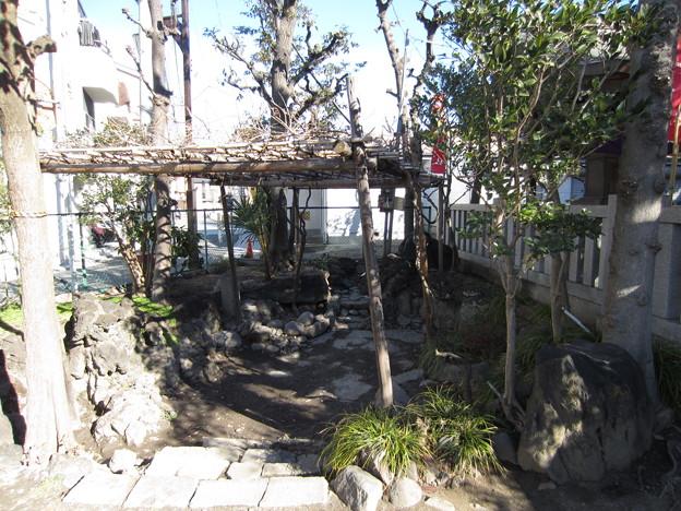 尾久八幡神社(荒川区西尾久)厳島神社 ・神池? 八幡堀跡?