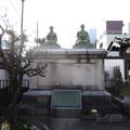 東禅寺 (台東区東浅草)木村安兵衛と妻ブナの夫婦像