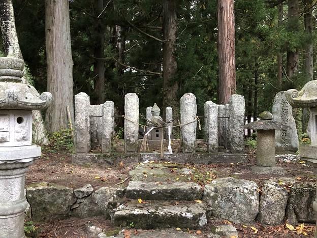 仁科神社(仁科城・森城。大町市)仁科盛遠 髻(もとどり)塚