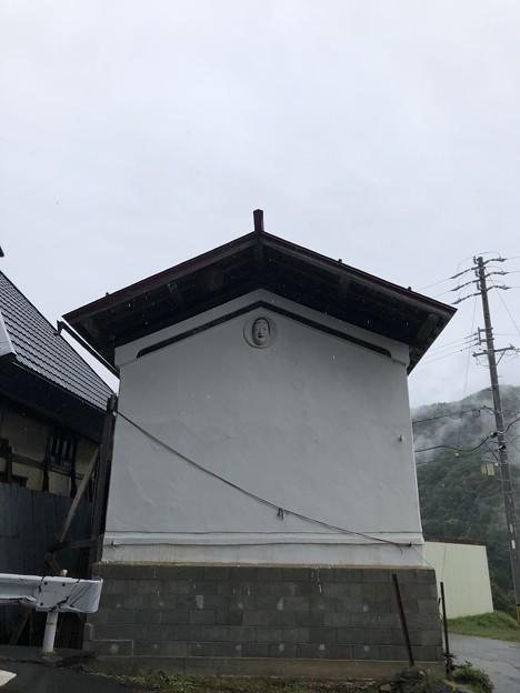 東京・加茂神社(長野市鬼無里)鳥居前