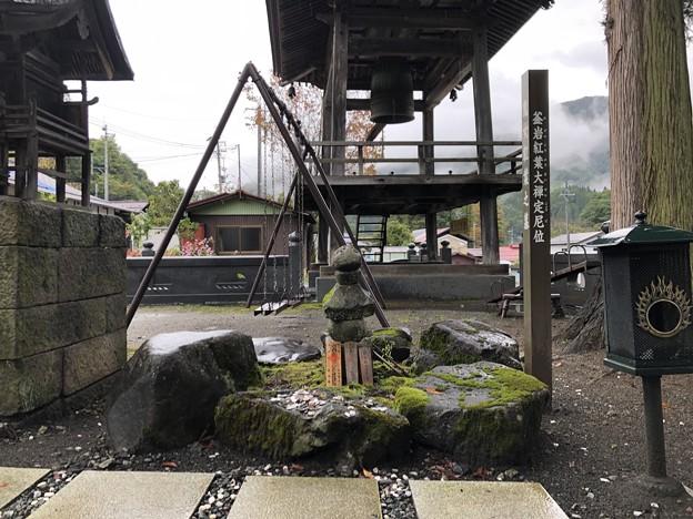 松巌寺(長野市鬼無里)鬼女紅葉墓