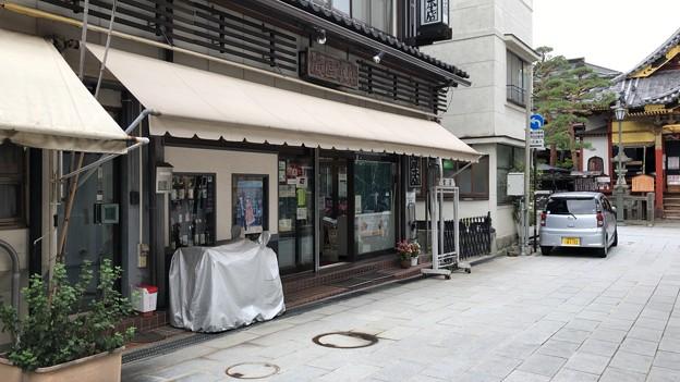 Photos: 善光寺(長野市元善町)仲見世通り 滝屋本店裏手