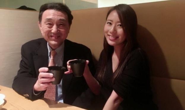 写真: 守永真彩と合田直弘(東京都区部内の飲食店にて)