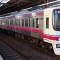 写真: 京王線系統8000系(フェブラリーステークス当日の府中駅にて)