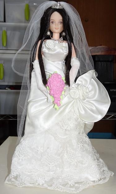 写真: ウェディングドレス(ローズリエール)姿のREINA