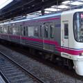 写真: 京王線系統8000系(百草園梅まつりヘッドマーク/フェブラリーステークス当日のの府中駅にて)