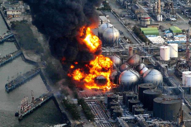 東日本大震災で火災事故を起こしたコスモ石油千葉製油所