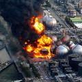 Photos: 東日本大震災で火災事故を起こしたコスモ石油千葉製油所