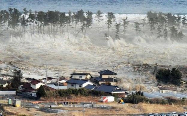 名取市の沿岸部を襲う東日本大震災の津波