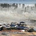 Photos: 名取市の沿岸部(閖上地区)を襲う東日本大震災の津波