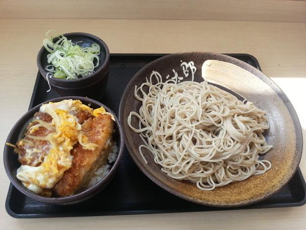 ゆで太郎 日替わり ミニカツ丼セット そば大盛りダヨーン(  ̄▽ ̄)