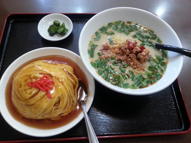 台湾料理 昇龍 台湾豚骨ラーメン+天津飯