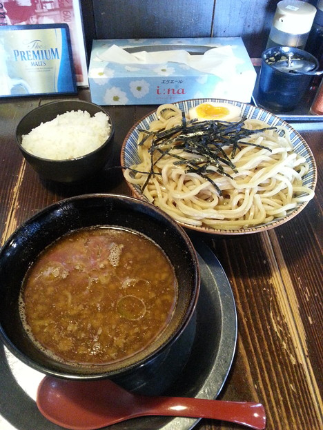 写真: 夜鳴き軒 つけ麺大盛り&ご飯無料ダヨーン(  ̄▽ ̄)