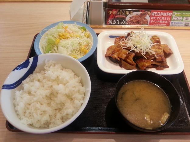 松屋 豚と茄子の辛味噌炒め定食 ご飯大盛り無料