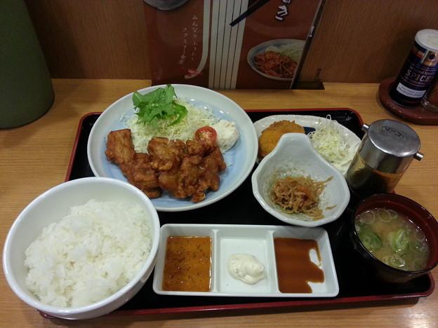 山田うどん 唐揚げ定食 ライス大盛り コロッケ