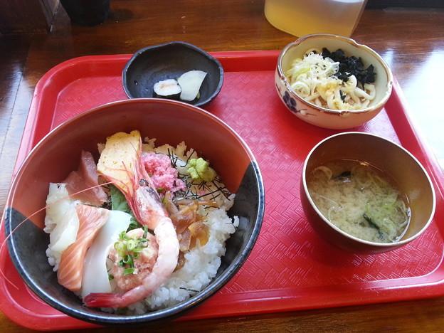居酒屋 にっぽん一周 海鮮丼 ご飯大盛り♪