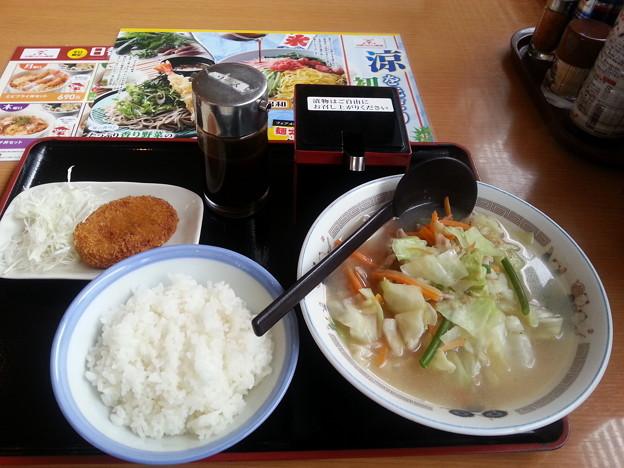 山田うどん タンメン ライス コロッケ
