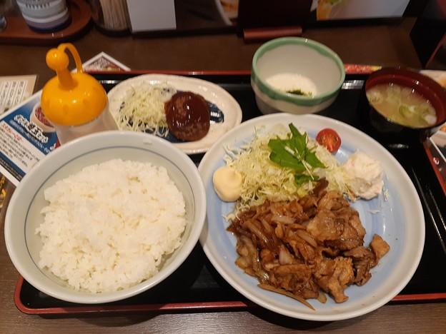 山田うどん 生姜焼定食 ご飯大盛り