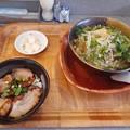 Photos: 汁ソバと豚丼セット 御新香 ドリンク付き