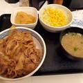 Photos: ねぎだく牛丼 サラダ 味噌汁セット