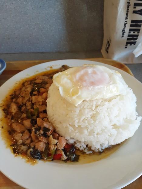 鶏肉のバジル炒め ( ゚Д゚)ウマー