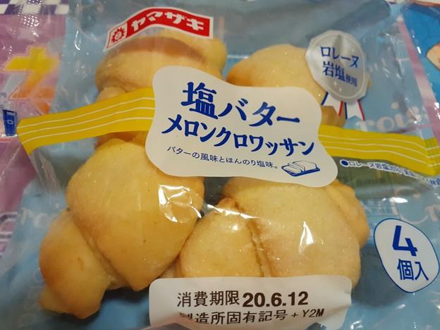 夜飯 塩バター メロンクロワッサン 美味しい♪