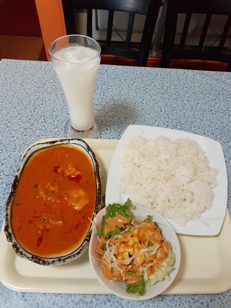 Photos: チキンカレーセット ラッシー付き 700円