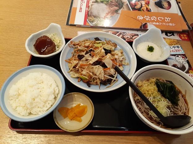 山田うどん 野菜炒め定食 冷やしたぬき蕎麦 ミニハンバーグ