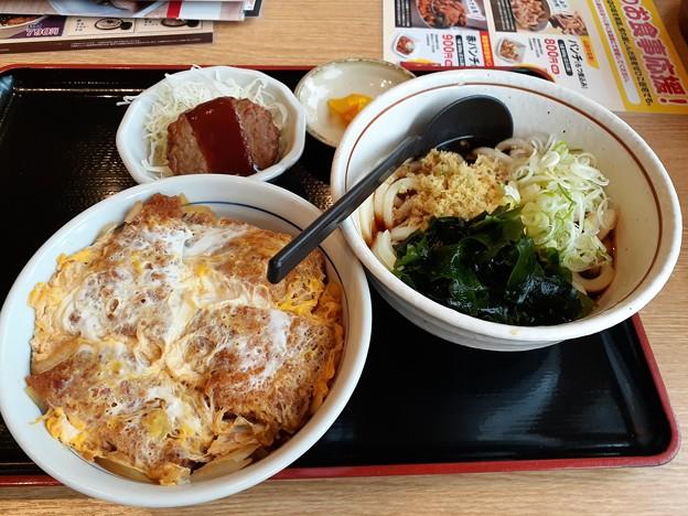 山田うどん 日替り チキンかつ丼セット ミニハンバーグ