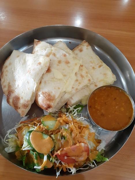 インド食堂 マハトマ ダル(豆) チーズナン