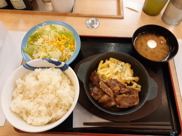 松屋 カットステーキ定食 サラダ ライス特盛り