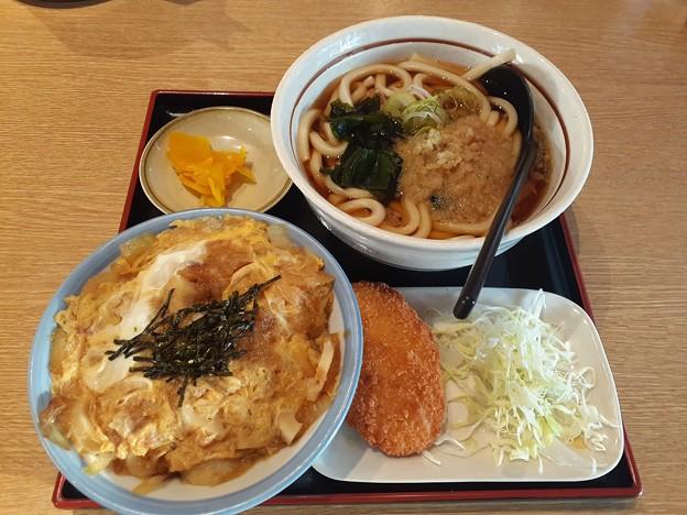 山田うどん たぬきうどん ミニ玉子丼 クーポンカレーコロッケ