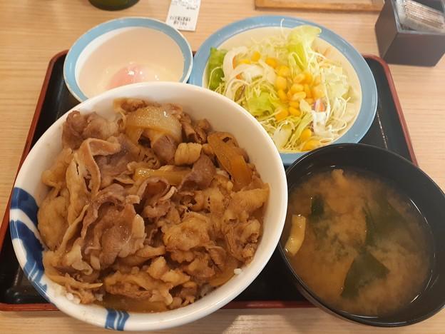 松屋 牛丼大盛り 生野菜半熟玉子セット