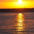 朝日が映る海