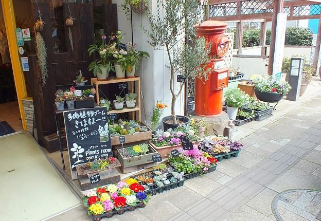 静岡県 熱海市 お花屋さん前 丸ポスト