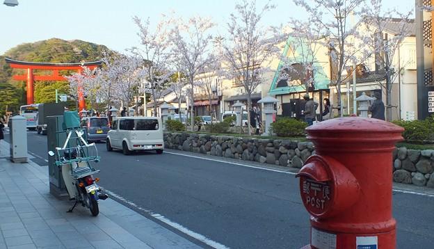 鶴岡八幡宮前丸ポスト