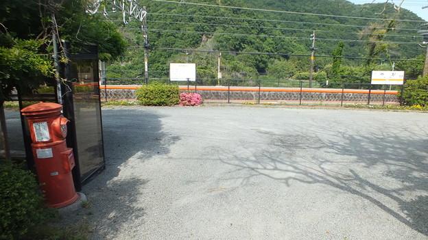 御殿場線谷峨駅 前 丸ポスト2