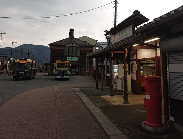 JR御殿場線 山北駅 丸ポストとバス