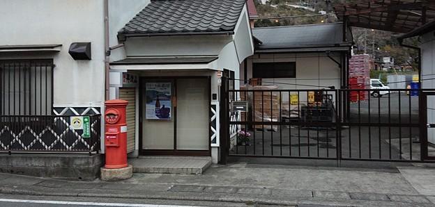 山北駅近く酒蔵前丸ポスト