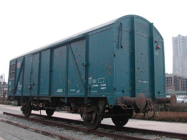 写真: オノ・ヨーコ氏「貨物車」 2002-1-26/3