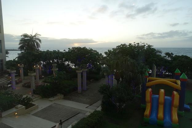 沖縄 リザン・シー・パーク・ホテル 夕景
