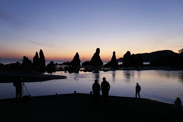 Photos: 橋杭岩から夜が明ける