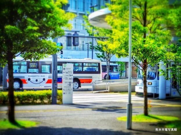 春の陽気漂う熊本駅前の景。