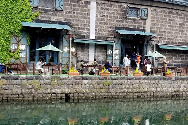 水辺の人々