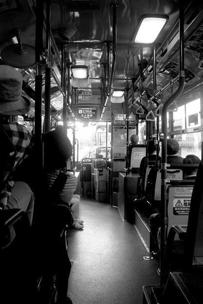 梅雨の市バス