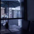 窓辺のテーブル