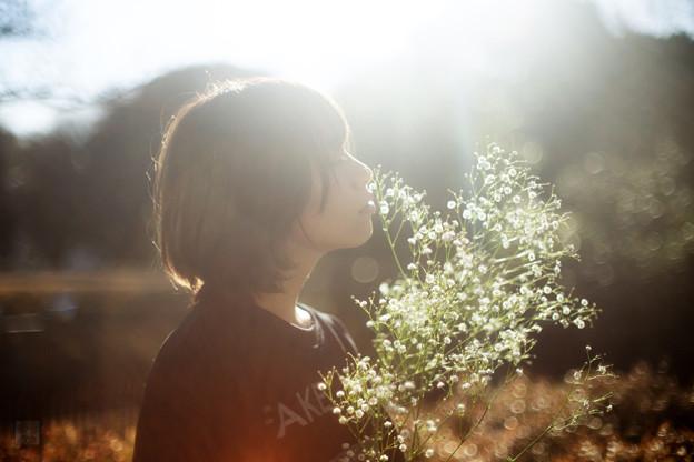 写真: Sniff a flower