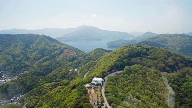 宇和海展望タワー(3)丸い生け簀では黒マグロが養殖されているそう